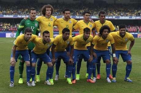 Seleção brasileira tira foto antes de amistoso contra Sérvia no estádio do  Morumbi a846827bc2f21