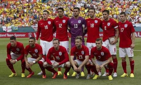 160cd9271a Equipe inglesa posa para foto antes de amistoso pré-Copa contra Equador