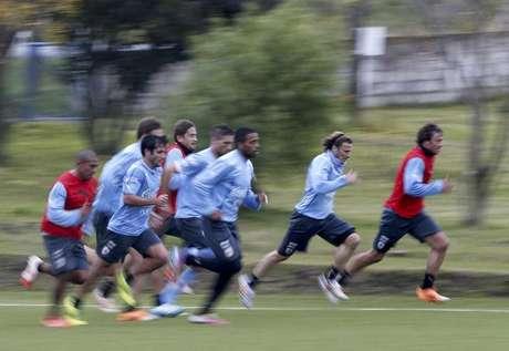 Jogadores do Uruguai participam de treinamento para o Mundial. 0d307916b6fa8