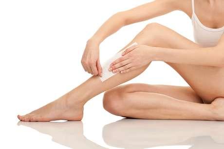 Apesar de muitas mulheres, devido ao tempo frio, optarem por adiar a remoção dos pelos, os dias de baixa temperatura são ideais para afastar os riscos de alergias e irritações na pele