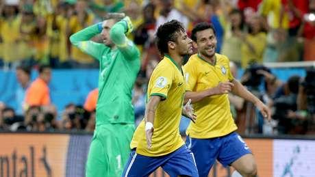 Neymar comemora seu segundo gol na partida, na virada do Brasil sobre a Croácia