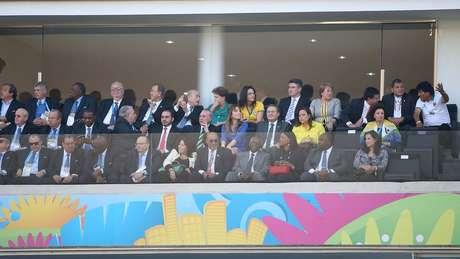 <p>A presidente Dilma Rousseff e o presidente da Fifa, Joseph Blatter, assistem à cerimônia de abertura da Copa do Mundo</p>