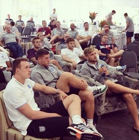 ingleses acompanham primeira partida da Copa do Mundo