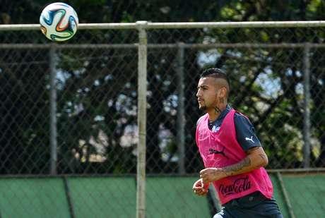 <p>Vidal vem treinando e deve jogar contra australianos</p>