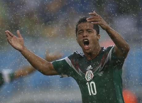 <p>Dois gols legais marcados por Giovanni dos Santos foram anulados no jogo dos mexicanos contra Camarões</p>