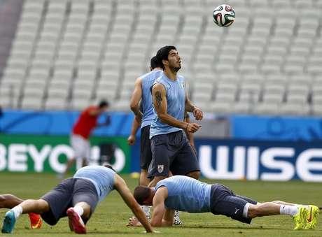 <p>Apesar de ter treinado normalmente, Suárez será desfalque</p>
