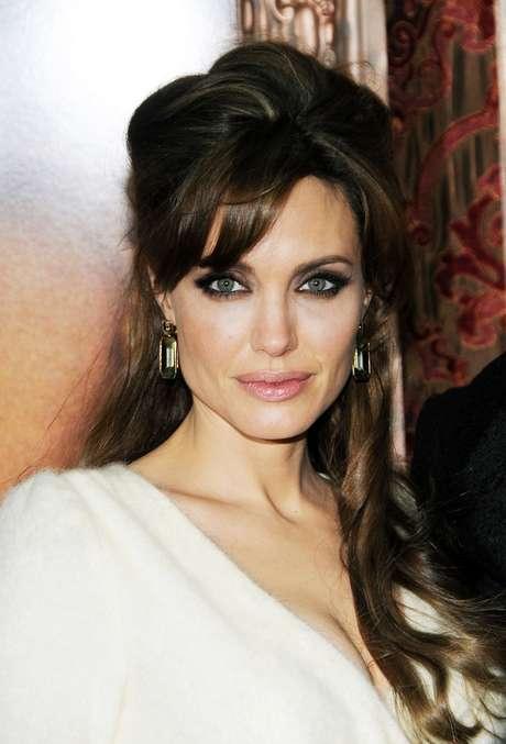 <p>Ideal para atender as mais variadas necessidades, a matéria-prima é aderidaaté mesmo por celebridades como a atriz Angelina Jolie</p>