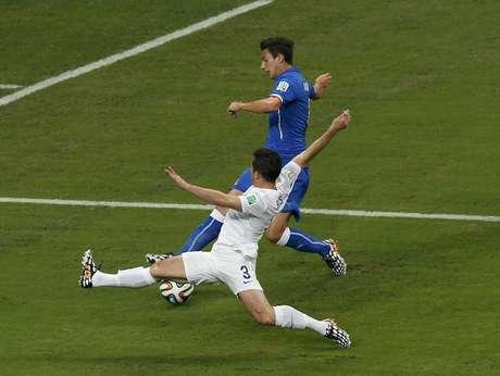 <p>Apoiados por músico, ingleses perderam para Itália</p>