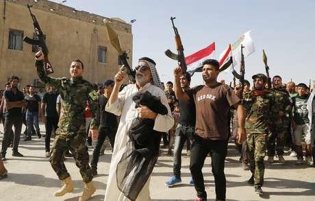 <p>Milhares de pessoas atenderam ao apelo do cl&eacute;rigo xiita mais influente do Iraque para pegar em armas e defender o pa&iacute;s contra a insurg&ecirc;ncia</p>