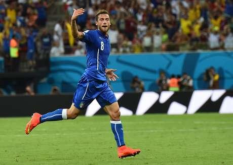Marchisio comemora o gol que abriu o placar da partida para a Itália