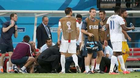 <p>Fisioterapeuta da Inglaterra se lesiona ao comemorar o gol e é atendido no gramado</p>