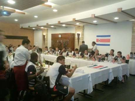 <p>Costarriquenhos foram a uma famosa churrascaria em Santos</p>