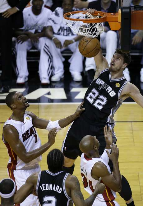 Tiago Splitter é o primeiro brasileiro campeão da NBA