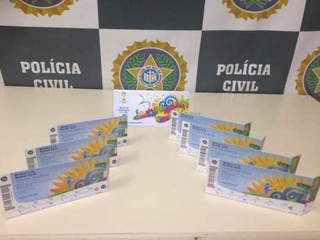Sete ingressos para as oitavas de final foram apreendidos com casal no centro do Rio de Janeiro