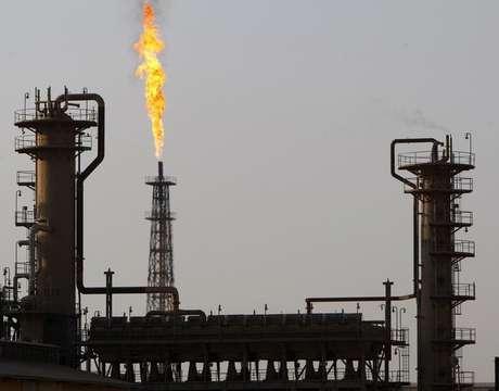 <p>Vista da refinaria de petróleo de Baiji, em 22 de janeiro de 2009. Insurgentes sunitas do EIILestenderam, nesta terça-feira, seu controle a partir da cidade iraquiana de Mossul para uma área mais ao sul, incluindo a maior refinaria de petróleo do país</p>