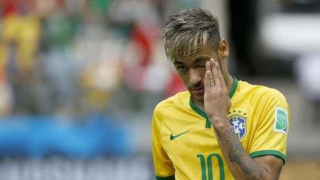 Torcida na Arena Castelão canta o hino até o fim e Neymar se emociona