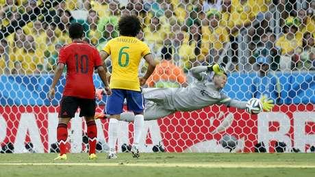 <p>Brasil passou momentos de aperto que, para Júlio César, fizeram o jogo do México parecer de quartas de final</p>