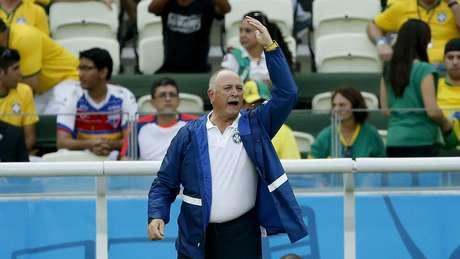 Felipão reage a jogada brasileira na Arena Castelão