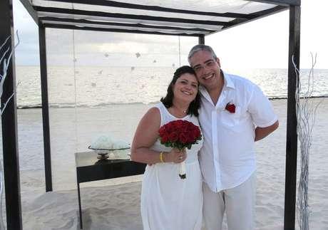 <p>Vinte anos depois de casar com Marcio Carini Couto, ahoteleira Marisa Zambonidecidiu renovar os votos na praia do resort Moon Palace, em julho de 2013</p>