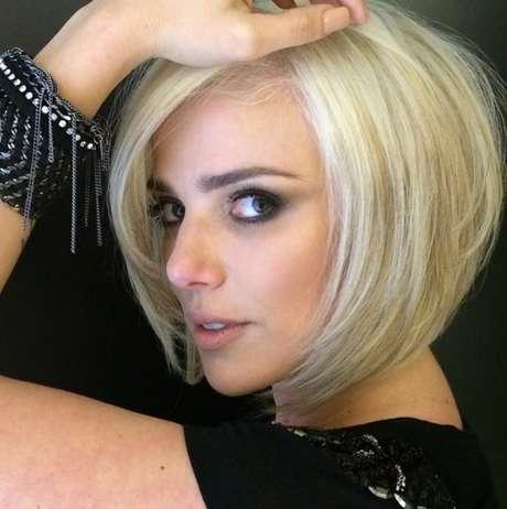 Natallia fica loira platinada para nova série da Multishow