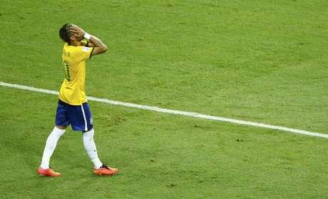 Neymar busca recuperação contra Camarões