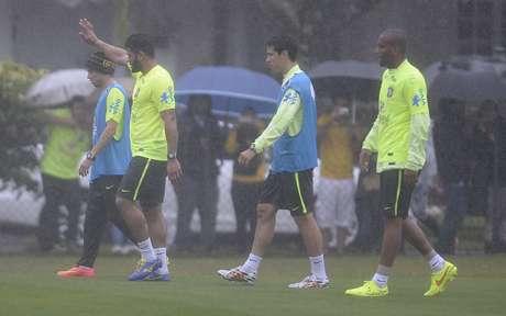 <p>Na última quinta-feira, reservas e goleiros sofreram com a chuva torrencial e o frio na casa dos 10ºC que fez em Teresópolis</p>