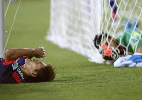 <p>Japonês Okubo lamenta chance perdida de abrir o placar contra o goleiro grego Karnezis em partida na Arena das Dunas. O jogo entre Japão e Grécia, pelo Grupo C, terminou empatado em 0 a 0 em Natal.</p>