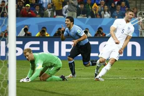 <p>Cahill e Hart reagem ao segundo gol de Suárez para o Uruguai, fechando em 2 a 1 do Uruguai sobre aInglaterra na Arena Corinthians.</p>