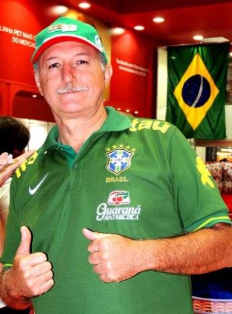 Vladimir Palomo (foto) foi confundido com técnico da Seleção Brasileira em voo, e aproveitou para brincar com jornalista Mario Sergio Conti