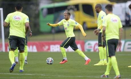Atacante Neymar foi um dos destaques no treino da Seleção Brasileira
