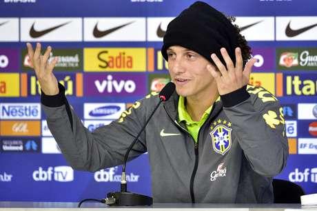 David Luiz respondeu com calma às perguntas mais duras sobre as atuações abaixo do esperado da Seleção Brasileira