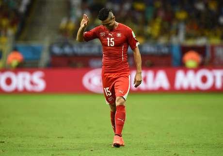 <p>Dzemaili comemora timidamentegol suíço contra a França</p>