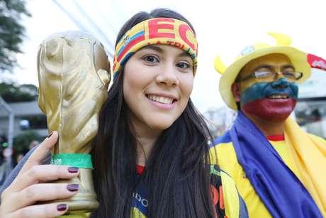 Torcedores de Equador e Honduras fazem festa antes mesmo de o jogo começar na Arena da Baixada, em Curitiba; partida vale pelo Grupo E