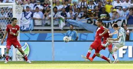 <p>Apesar de ter atuação apagada na partida contra o Irã no Mineirão, o camisa 10 Messi marcou nos acréscimos, em chute de fora da área.</p>