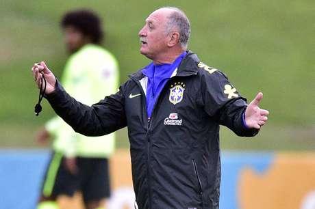 <p>Broncas de Felipão mostram que postura do time deverá ser diferente no duelo contra Camarões</p>