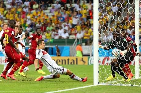 <p>Assim como fez Ronaldo, Klose marcou seu 15º gol em Copas contra Gana</p>