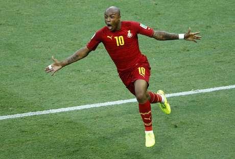 Ayew celebra ao marcar o gol de empate contra a Alemanha em Fortaleza