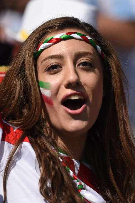 Torcedores da Argentina e Irã esquentam o Estádio Mineirão neste sábado (21) em jogo da Copa do Mundo. As cores azul e branco dominam as arquibancadas