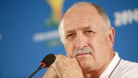 <p>Felipão se irrita com declarações de Van Gaal</p>