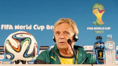 <p>Volker Finke rebateu suspeitas sobre postura de Camarões em jogo contra o Brasil</p>