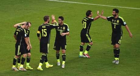 <p>Espanh&oacute;is comemoram gol de Villa sobre a Austr&aacute;lia, na Arena da Baixada, em Curitiba</p>