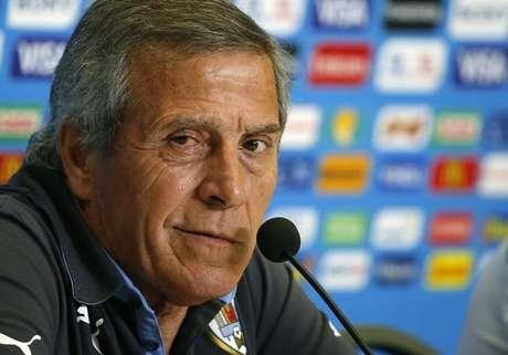 <p>Técnico do Uruguai falou sobre a punição de Suárez</p>