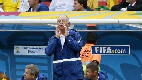 <p>Felipão comanda a Seleção Brasileira da beira do gramado</p>