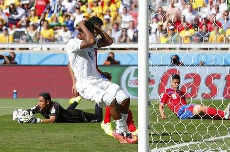 Inglês Sturridge reage após desperdiçar chance de gol contra a Costa Rica