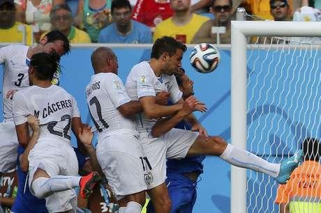<p>Em grande temporada, Diego Godín foi o herói uruguaio que deu classificação para as oitavas de final e eliminou a Itália</p>