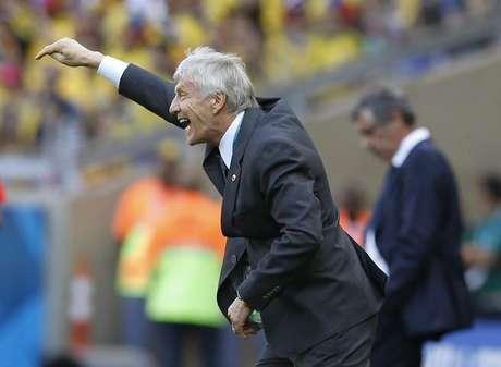 Técnico da seleção da Colômbia, Jose Pekerman, gesticula durante partida contra a Grécia pelo Grupo C da Copa do Mundo, no estádio Mineirão, em Belo Horizonte.  14/06/2014.