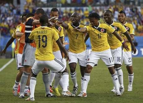 <p>Colombianos garantiram a primeira posi&ccedil;&atilde;o do grupo, com tr&ecirc;s vit&oacute;rias na primeira fase</p>