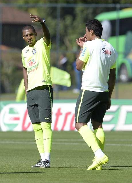 <p>Fernandinho começa treino como titular</p>