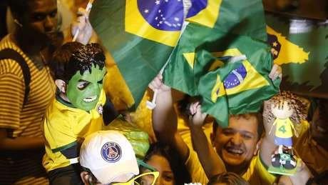 Seleção Brasileira chega a hotel em Belo Horizonte, onde enfrenta o Chile no sábado, com grande apoio da torcida mineira
