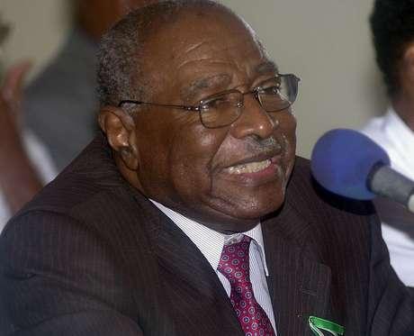 <p>Foto de 7 de agosto de 2004 mostra o ex-presidente haitiano Leslie Manigat François anunciandosua candidatura às eleições de 2005, em Porto Príncipe</p>